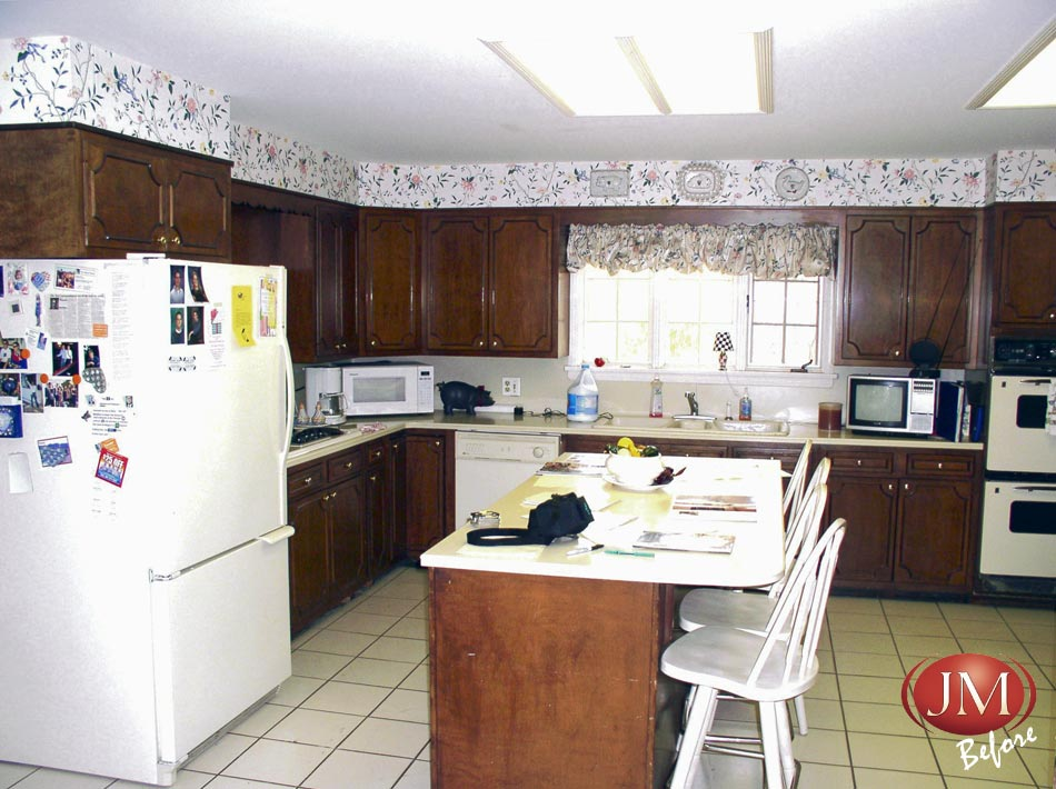 This older non-functional kitchen was quite a challenge for our designers.