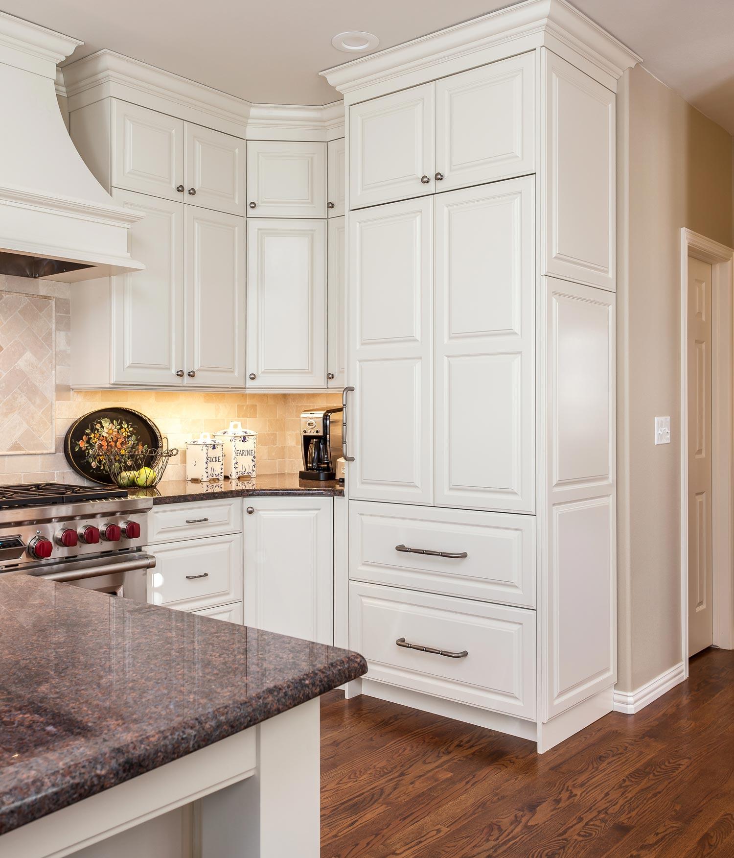 Kitchen Corner Pantry Cabinet: Corner-cabinet-pantry-wyandot