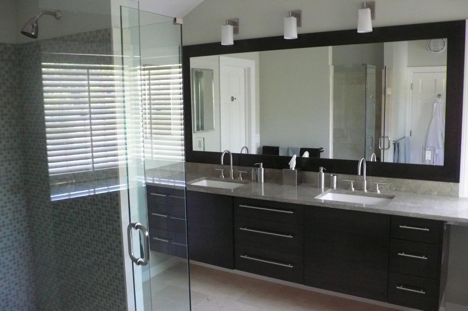 Sleek modern bathroom design with black and chrome