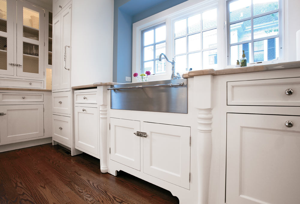 Shaker kitchen photo gallery with shaker style painted and for Farm style kitchen handles
