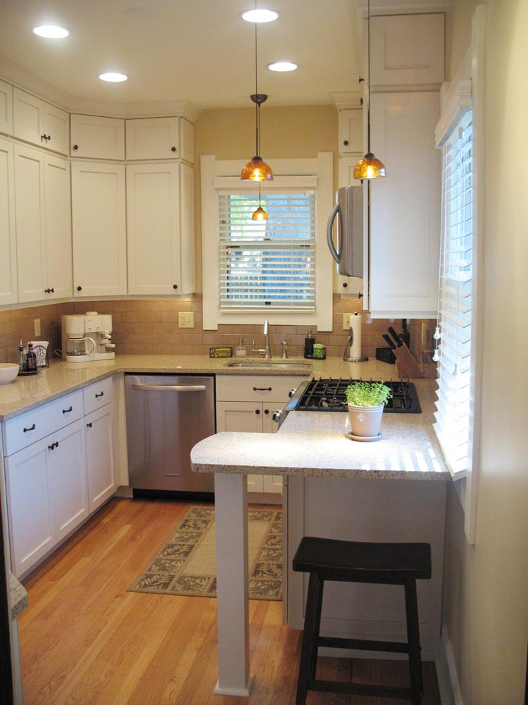 Shaker kitchen photo gallery with shaker style painted and for Small white country kitchen