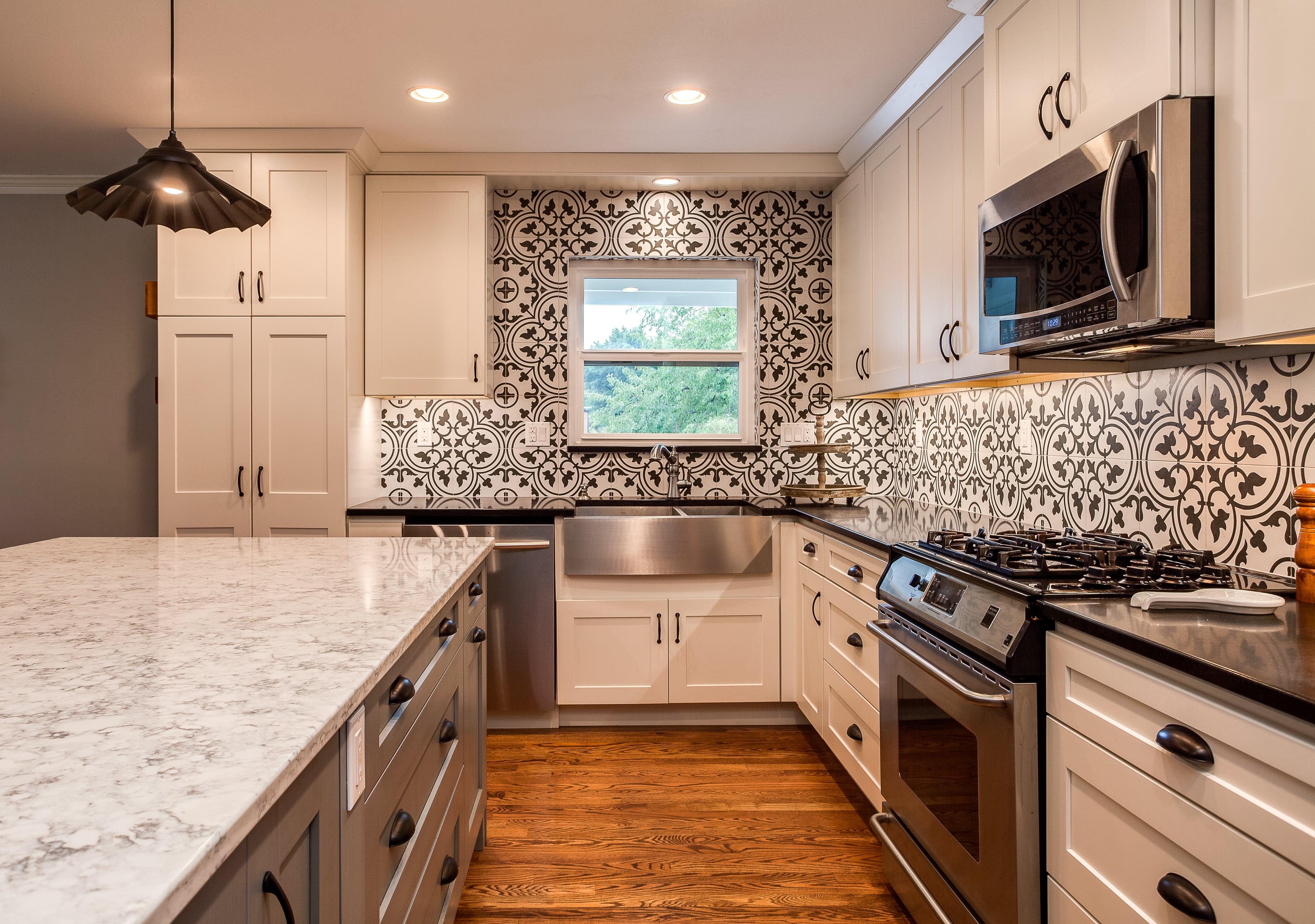 ... White Shaker Cabinet Kitchen With Tile Backsplash ...