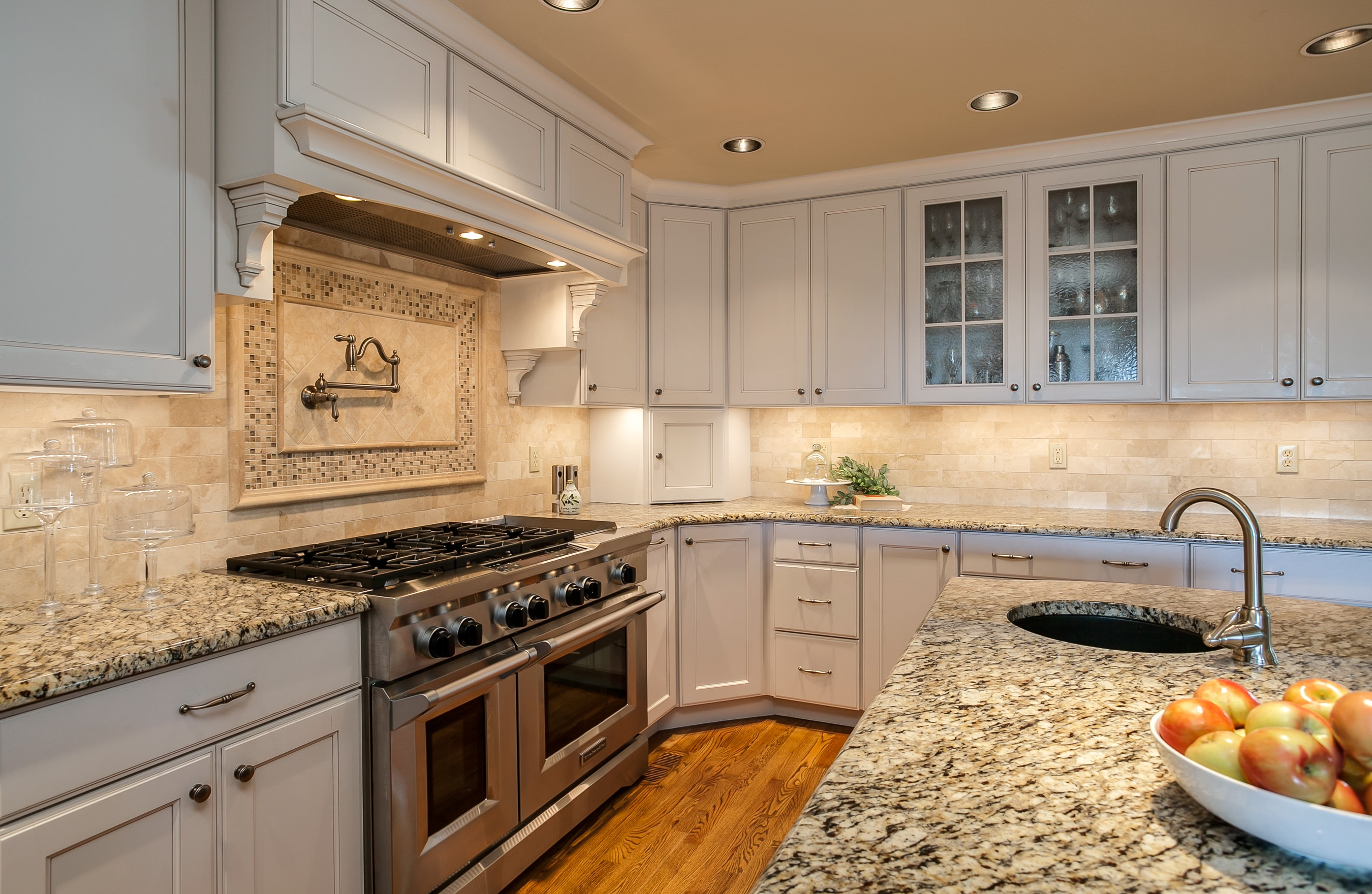shaker style kitchen cabinets with granite countertops