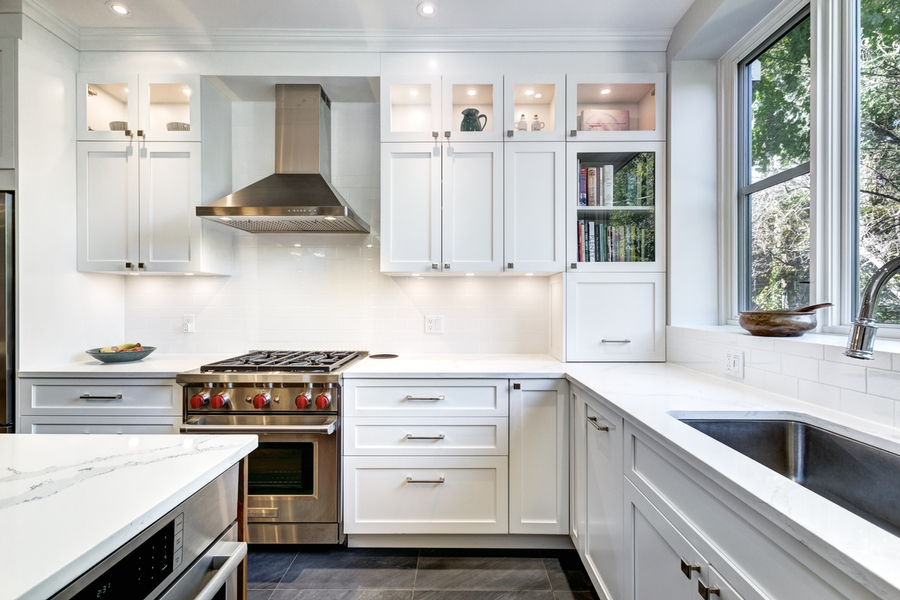 kitchen white painted shaker cabinets