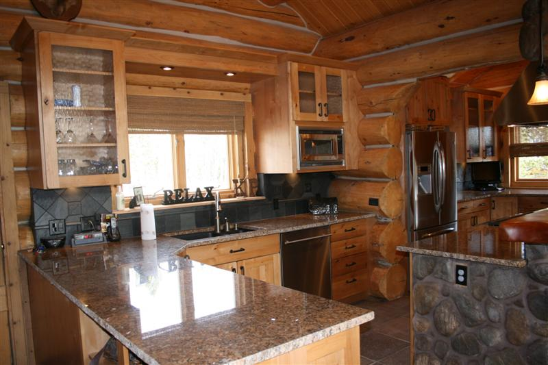 Beautiful log cabin kitchen design in colorado jm for Log home kitchen designs