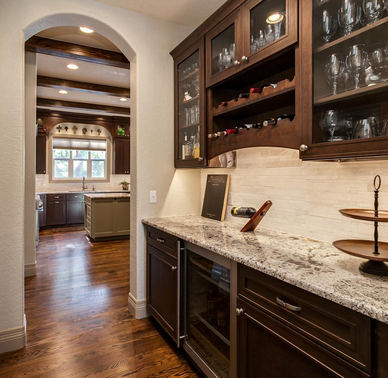 Butlers pantry ideas for your colorado home for Butlers kitchen designs